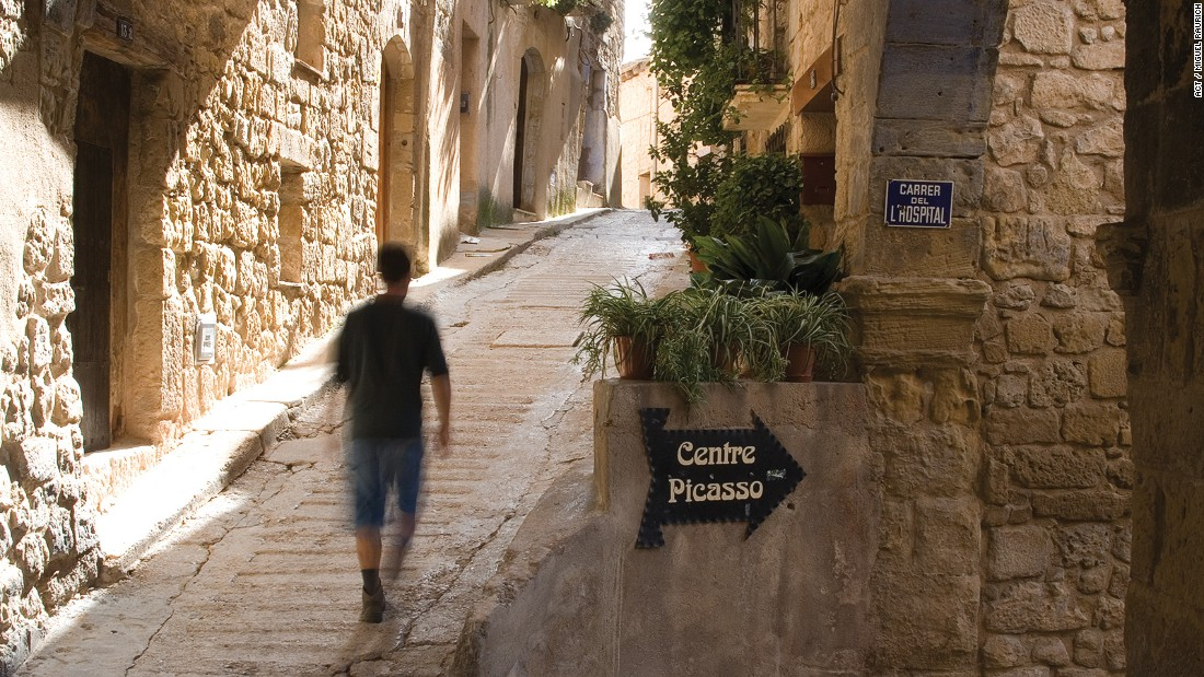 <strong>Centre Picasso:</strong> Horta's Centre Picasso has facsimile reproductions of Picasso's works inspired by the region. Local spots connected to the painter are also marked with plaques.