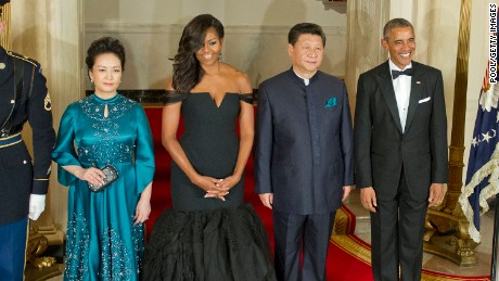 Chinese President Xi Jinping's wife Peng Liyuan, first lady Michelle Obama, Chinese President Xi Jinping and President Barack Obama pose for a formal photo prior to a state dinner at the White House September 25, 2015 in Washington, DC.