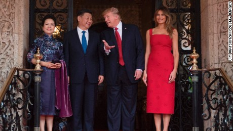 US First Lady Melania Trump and President Donald Trump pose with Chinese President Xi Jinping and his wife Peng Liyuan upon their arrival to the Mar-a-Lago estate in West Palm Beach, Florida, on April 6, 2017.
