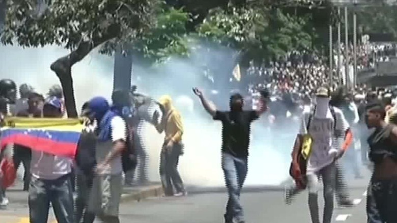 Demonstrators in Venezuela clash with police over ban Romo looklive_00003718