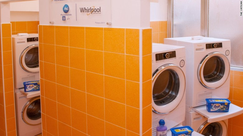 Pope opens free laundromat for poor people in Rome [photos]