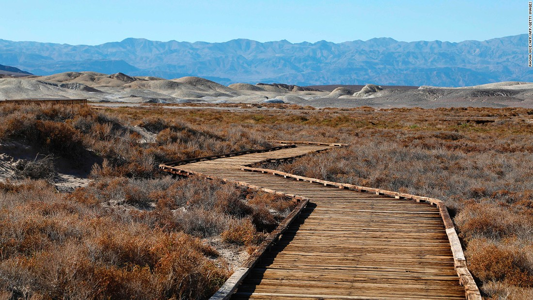 <strong>Death Valley (USA): </strong>Visiting Death Valley National Park in California is unlike any walk in any other park. Death Valley holds the record as the hottest place on Earth.