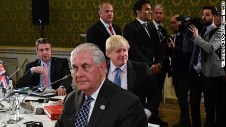 US Secretary of State Rex Tillerson (center) and British Foreign Secretary Boris Johnson (R) at the G7 meeting in Italy