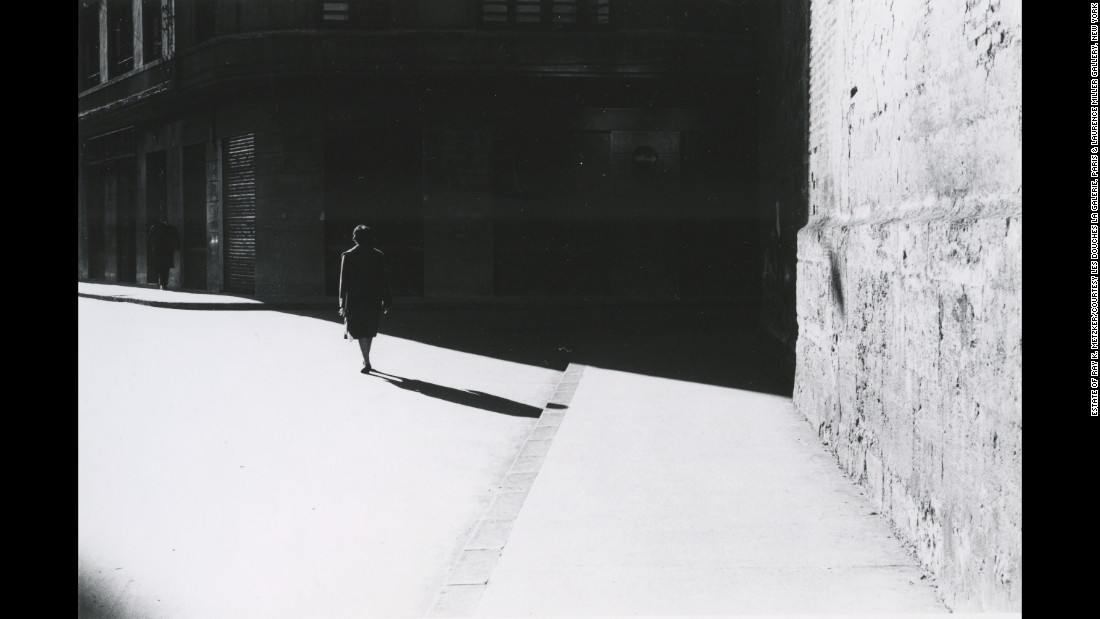 "A street in Barcelona, Spain, in 1961. Metzker ""was terrifically different,"" Miller <a href=""https://www.nytimes.com/2014/10/12/arts/artsspecial/-ray-k-metzker-art-photographer-dies-at-83.html"" target=""_blank"">told The New York Times</a> after Metzker's death. ""He was never satisfied with simplicity."""