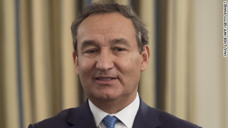 Oscar Munoz, President and CEO of United Airlines, attends a meeting with airline industry executives hosted by US President Donald Trump in the State Dining Room of the White House in Washington, DC, February 9, 2017. / AFP / SAUL LOEB        (Photo credit should read SAUL LOEB/AFP/Getty Images)