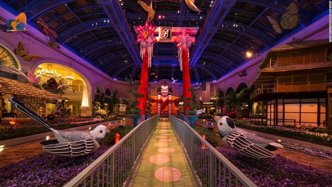 <strong>Bellagio Las Vegas:</strong> Each season the 14,000-square-foot Conservatory & Botanical Gardens features larger-than-life exhibits.