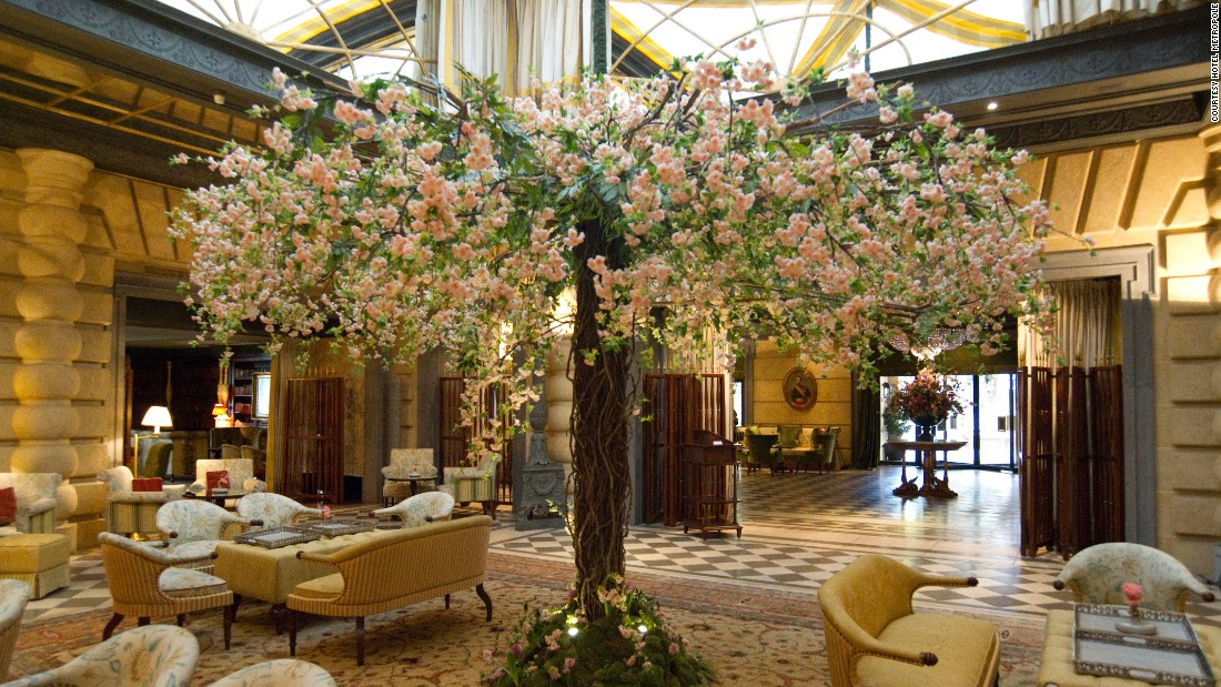 <strong>Hotel Metropole Monte-Carlo: </strong>Artistic director Miss Rose creates elaborate moods at Hotel Metropole, which in the past have involved flower-filled birdcages suspended from the ceiling.