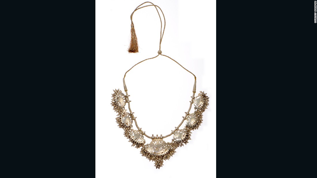 Women from the Khati community in Bikaner, Rajasthan were historically experts in mounting silver foil on wood, from which this necklace takes its cue.