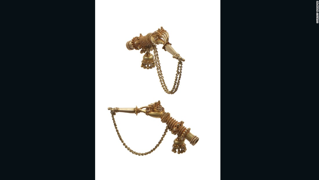 This mouth piece from Uttar Pradesh was attached to small hookahs. Used mainly during celebrations in the Islamic courts of Lucknow and other states, the idea was to give the illusion of a beautiful woman serving distinguished guests.