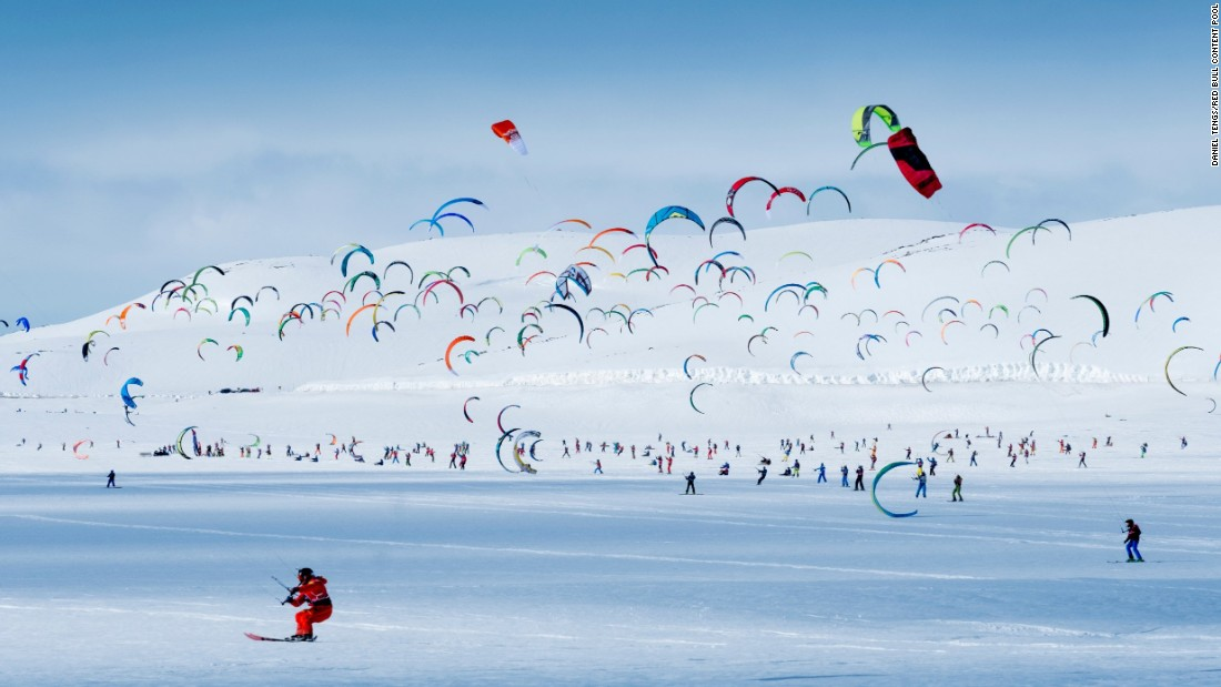 The race's mass start makes for a beautiful panorama, like a flock of DayGlo gulls against a near all white background, with huge cloud shadows floating across the course.