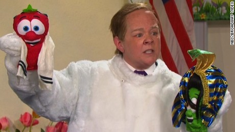 Spicer gets in the Easter spirit on 'SNL'