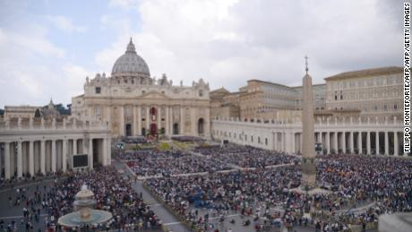 A general view shows the crowd during the Easter Sunday mass on April 16, 2017 at St Peter's square in Vatican.