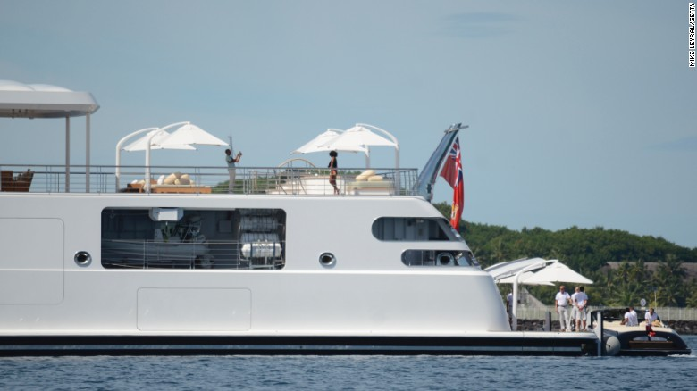 Obama snaps photo of Michelle on yacht