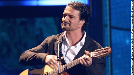 MIAMI, FL - FEBRUARY 19:  Ricardo Arjona performs on stage at the 2015 Premios Lo Nuestros Awards at American Airlines Arena on February 19, 2015 in Miami, Florida.  (Photo by Rodrigo Varela/Getty Images For Univision)