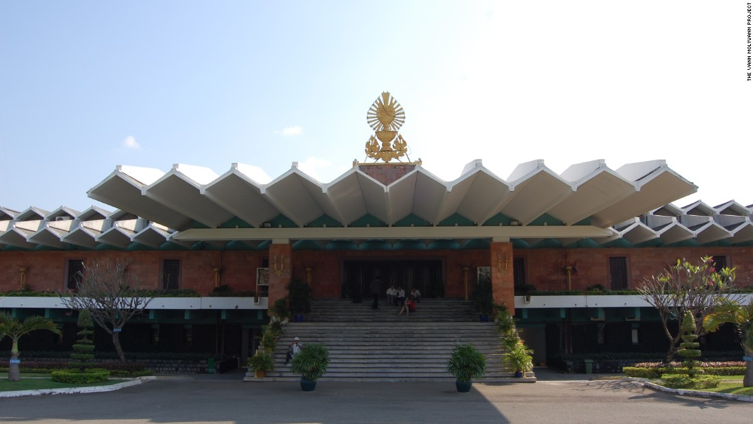 Molyvann was appointed as a state architect by the King of Cambodia. The State Palace in Phnom Penh, built in the 1960s, was one of the government structures he designed.