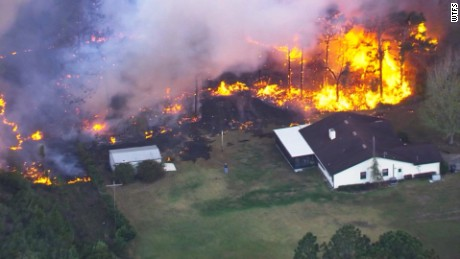 2000 homes evacuated as brush fires threaten Collier county
