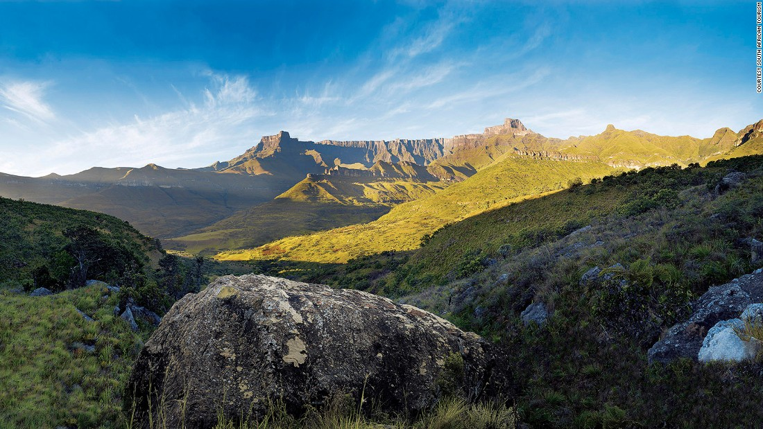 <strong>Amphitheatre, Drakensberg, Kwa-Zulu Natal: </strong>Amphiteatre is a near perfect symmetrical rock wall rising 1,200 meters from the Tugela Valley. The most notable feature among Drakensberg mountains, Amphitheatre offers challenging hiking trails for experienced hikers.