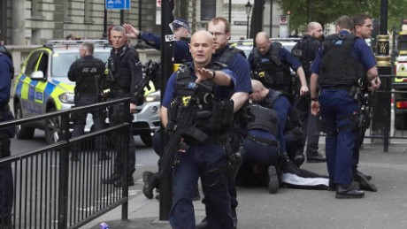 man arrested in westminster on terror offences pleitgen_00003613