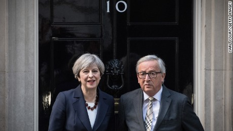 LONDON, ENGLAND - APRIL 26:  Britain's Prime Minister, Theresa May stands with European Commission president, Jean-Claude Juncker at the front door of 10 Downing Street on April 26, 2017 in London, England. Prime Minister May is to hold her first major talks with E.U leaders since calling a general election in a bid to strengthen her position in forthcoming Brexit negotiations.  (Photo by Carl Court/Getty Images)