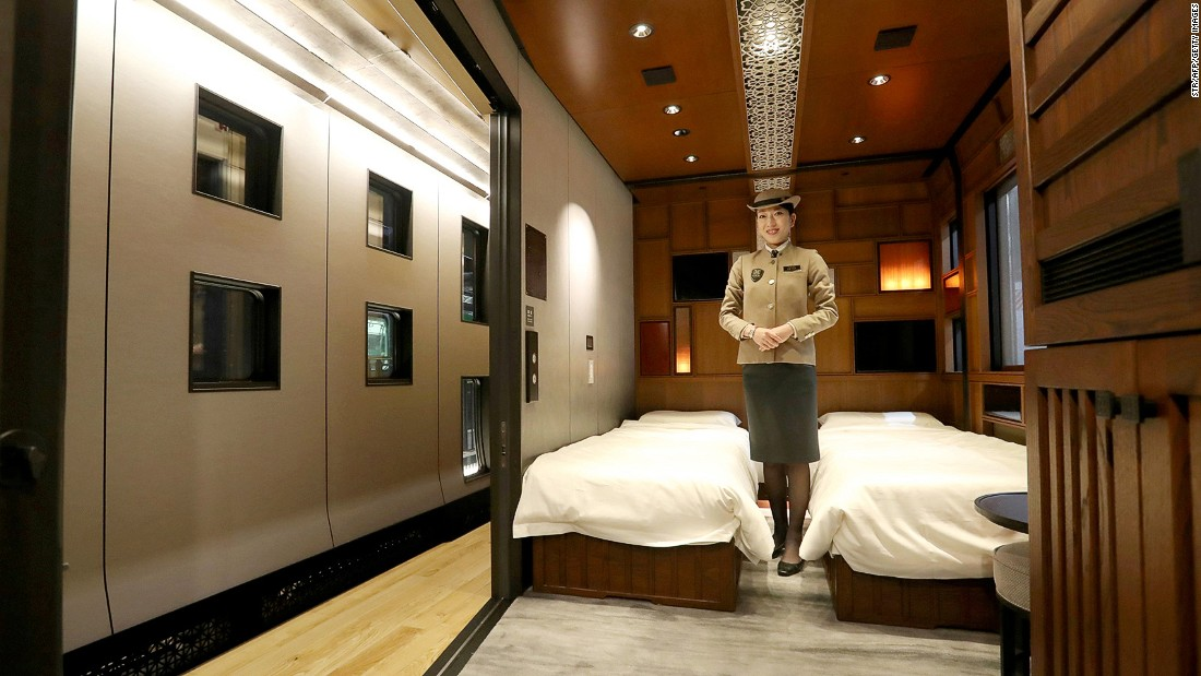 <strong>The suites: </strong>The train holds 17 suites. The most expensive, the Shiki-shima suite, costs 1,050,000 yen for single occupancy ($9,338). <br />