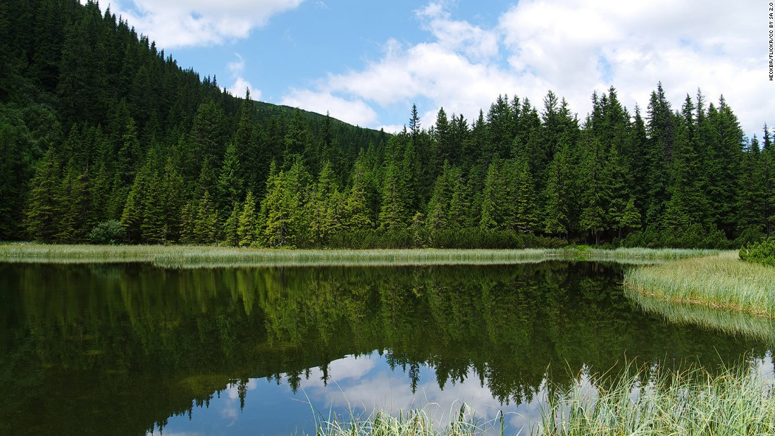 <strong>Lake Maricheika: </strong>This picturesque little lake deep in the Carpathian mountains is one of the region's tourist hotspots. Photo: Heckbr/Flickr.