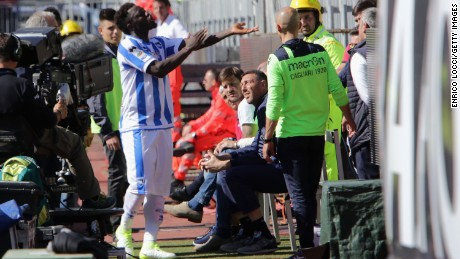Muntari reacts with the supporters during Pescara's game at Cagliari.