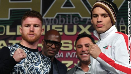 LAS VEGAS, NV - MAY 03:  Boxers Canelo Alvarez (L) and Julio Cesar Chavez Jr. (R) pose during a news conference as Golden Boy Promotions partner Bernard Hopkins (2nd L) and Golden Boy Promotions Chairman and CEO Oscar De La Hoya (2nd R) look on at the KA Theatre at MGM Grand Hotel & Casino on May 3, 2017 in Las Vegas, Nevada. Alvarez and Chavez Jr. will meet in a 164.5-pound catch weight bout on May 6 at T-Mobile Arena in Las Vegas.  (Photo by Ethan Miller/Getty Images)