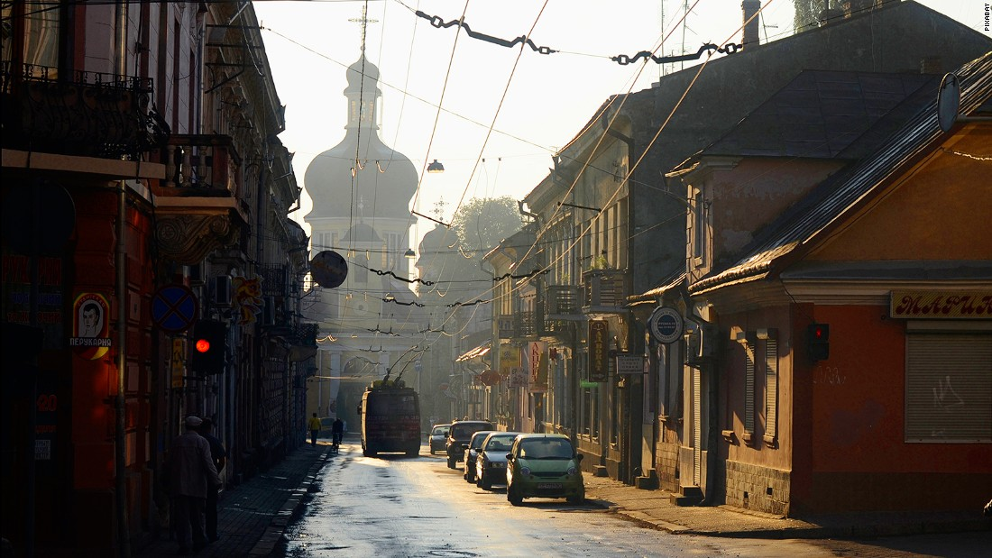 <strong>Pershotravnevyi District, Chernivtsi: </strong>Chernivtsi has a history of multiculturalism and constantly changing jurisdictions, and is one of Ukraine's most interesting destinations.