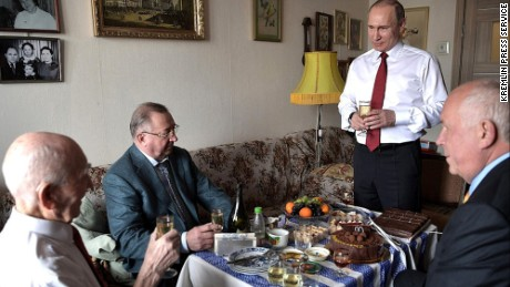 President Putin offers a toast to Matveyev's health.