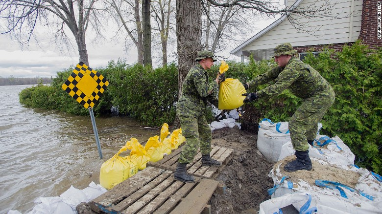 Canadian troops place sandbags in the Montreal borough of Pierrefonds.