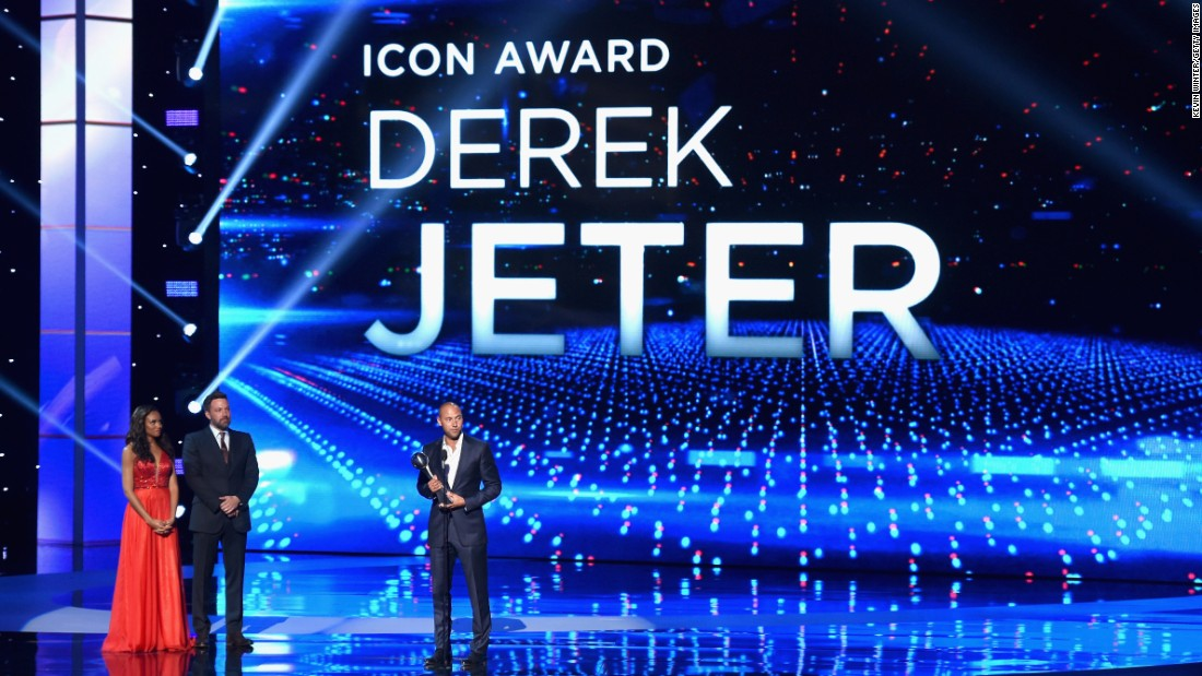 Jeter accepts an Icon Award during the 2015 ESPYs.