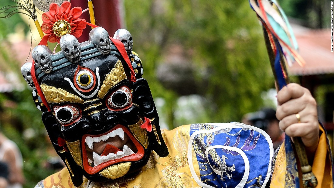 <strong>Ipoh, Malaysia: </strong>A Buddhist priest wearing a traditional mask takes part in a procession during Vesak Day at the Enlightened Heart Tibetan Buddhist temple.