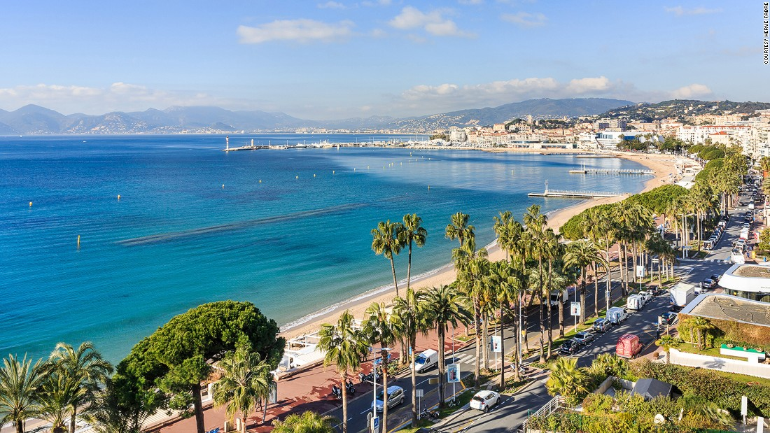 <strong>The Promenade de la Croisette: </strong>This two-kilometer-long promenade is where many of the city's most popular hotels, restaurants and shops are to be found. It's also where the Cannes Film Festival takes place.