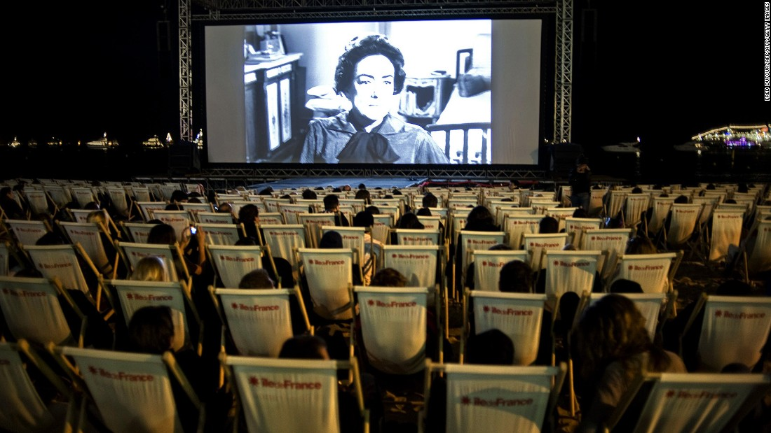 <strong>Cinema on the beach: </strong>If you don't have a badge for the private screenings, Cinéma de la Plage is an open-air cinema on the beach that screens past festival favorites every night during the festival for free.