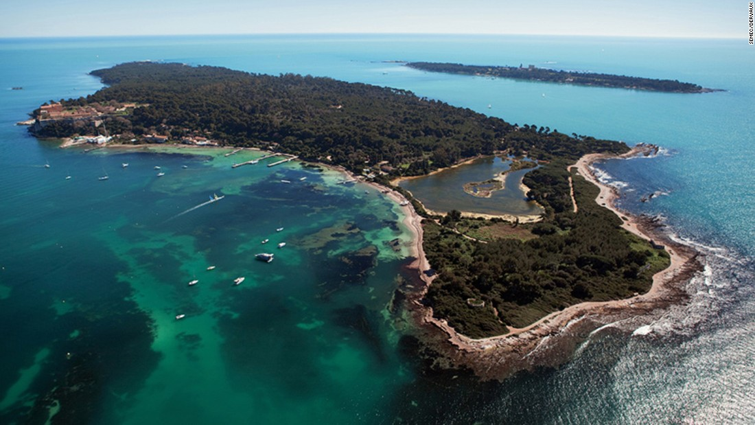 <strong>Îles de Lérins: </strong>For discovering Cannes's limpid waters and abundant sea life, you can't do better than the unspoiled Îles de Lérins, an island near Cannes.