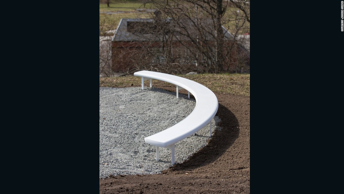 Los Angeles designer Jonathan Olivares visited the site in 2016 and discovered disused boules courts, which were renovated and improved with the introduction of a curving bench. It was made using a rolled metal surface with the same width as a new concrete border around the courts.