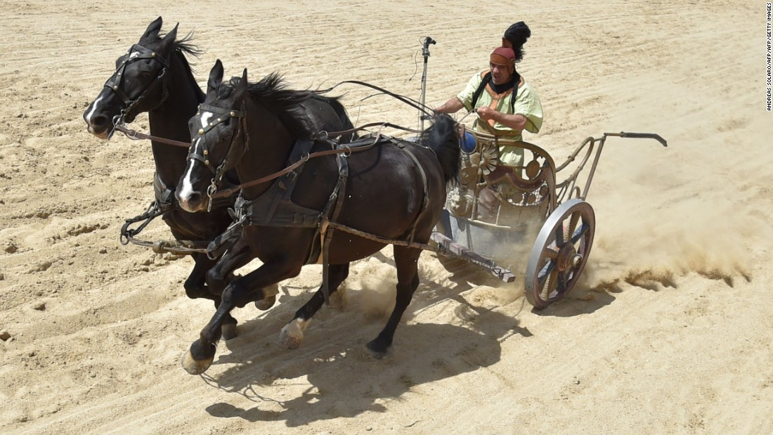 The film recreates the chariot races typically staged in Ancient Rome.