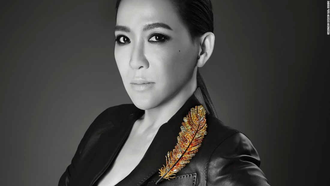 Artist Cindy Chao often takes her cues from nature, as is the case with this beautiful 17.9 cm feather brooch with orange, yellow and brown diamonds, mounted in titanium.