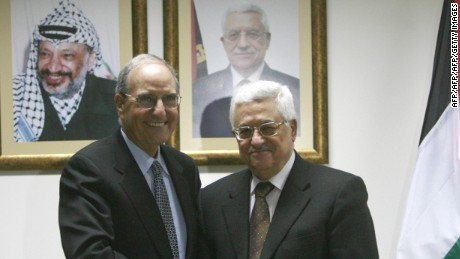 Palestinian President Mahmoud Abbas (R) shakes hands with US Middle East envoy George Mitchell during their meeting in the West Bank city of Ramallah on April 17, 2009.