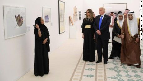 Saudi Arabia's King Salman bin Abdulaziz al-Saud, US President Donald Trump and first lady Melania Trump look at a display of Saudi modern art at the Saudi Royal Court in Riyadh on May 20, 2017.