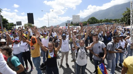 Opposition activists block the Francisco Fajardo main motorway in eastern Caracas on May 20, 2017 to protest against President Nicolas Maduro. Venezuelan protesters and supporters of embattled President Nicolas Maduro take to the streets Saturday as a deadly political crisis plays out in a divided country on the verge of paralysis. / AFP PHOTO / JUAN BARRETO        (Photo credit should read JUAN BARRETO/AFP/Getty Images)