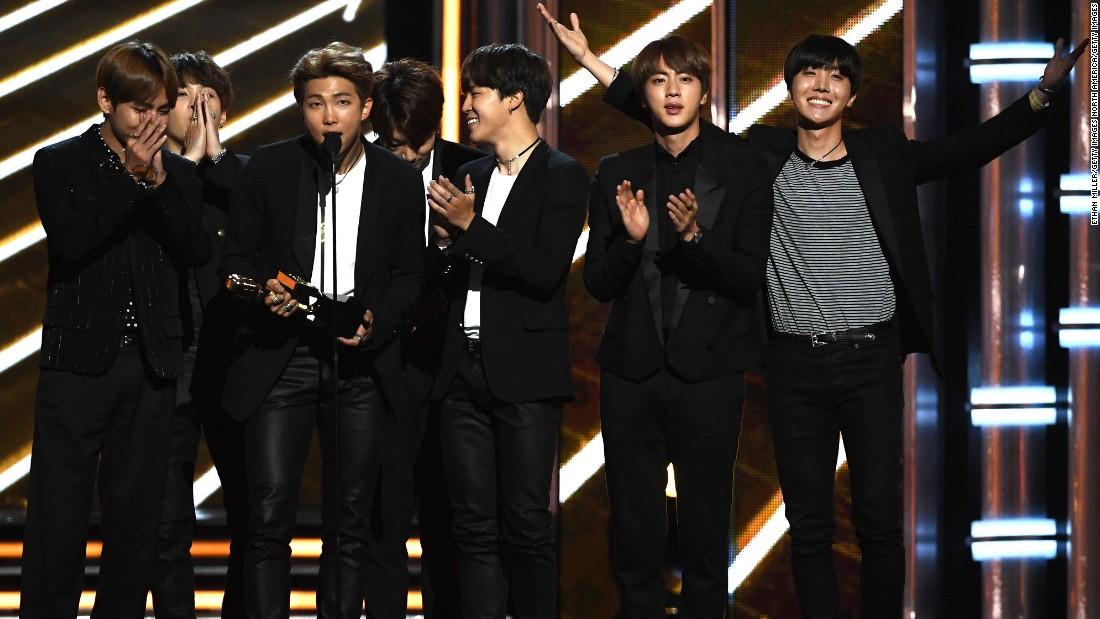 Bts Kpop Band Beats Us Stars To Win Billboard Music Award