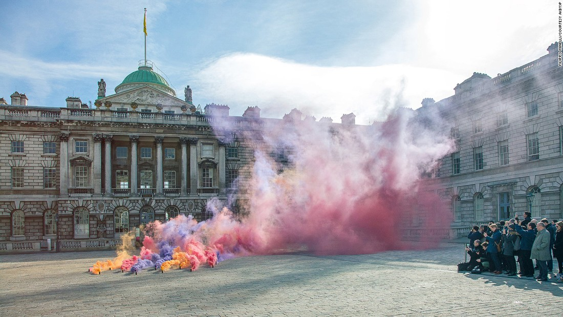 Hoping to create spectacles which can then become sites for reflection, Minelli deploys colorful smoke bombs, and flags with incoherent slogans, which he introduces into public places, often without warning.