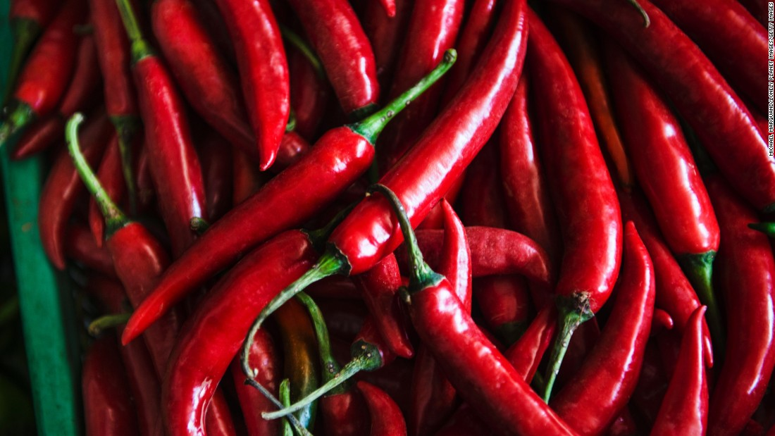 Adding red chili pepper to an appetizer significantly reduced the total amount of calories and carbohydrates consumed at lunch, according to one study.