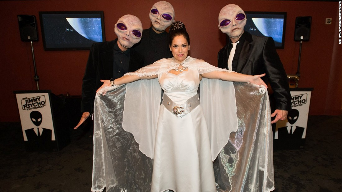 Liza Rios-Proprofsky posed with the Cantina band