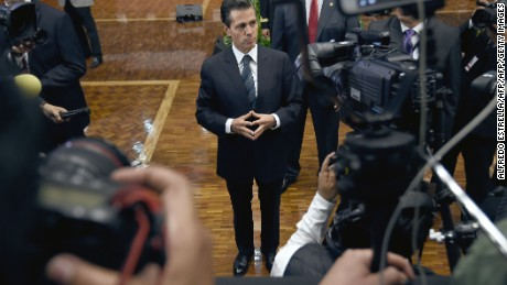 Mexican President Enrique Pena Nieto (C) talks with reporters, photographers and camera operators after delivering a special message to the media in which he pledged to strengthen mechanisms to guarantee the safety of journalists, at the Los Pinos Residence in Mexico City, on May 17, 2017.  In the last three months, three journalists have been killed in different parts of the country. And since 2000, more than 100 reporters have been killed, including 11 in 2016 alone. / AFP PHOTO / ALFREDO ESTRELLA        (Photo credit should read ALFREDO ESTRELLA/AFP/Getty Images)