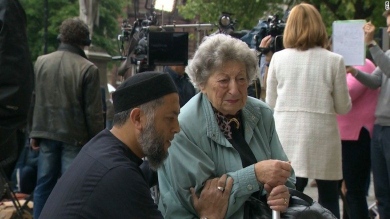 Muslim man and Jewish woman's prayer captures attention
