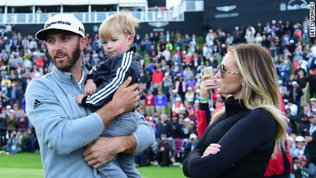 Johnson celebrates with wife Paulina Gretzky and son Tatum after winning the Genesis Open.