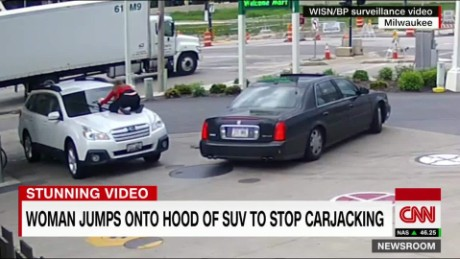melissa smith carjack jumps on hood brooke baldwin cnn newsroom cnntv_00002012