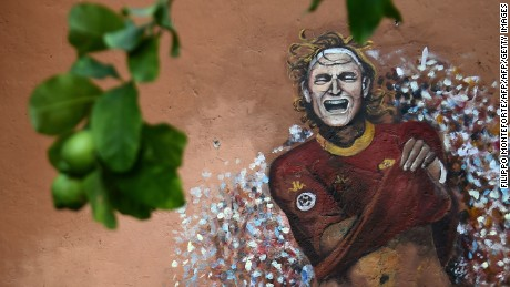 A graffiti representing AS Roma's captain Francesco Totti is seen on a wall in the Garbatella district, on October 22, 2016 in Rome. Rome's football teams will play their derby Lazio vs AS Roma on December 4, 2016.  / AFP / FILIPPO MONTEFORTE        (Photo credit should read FILIPPO MONTEFORTE/AFP/Getty Images)
